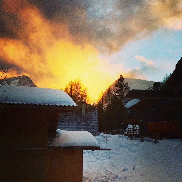 ☀️⛅️☁️❄️Wow what a stunning #sundown in the #alps ☀️⛅️❄️natures #beauty…