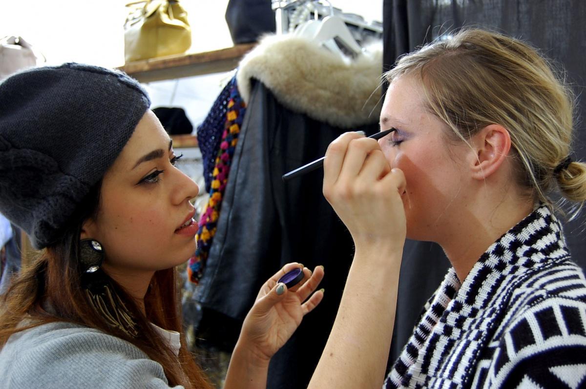 Ebru von Visionary Eyecatcher schminkt mich mit Hiro Cosmetics Produkten