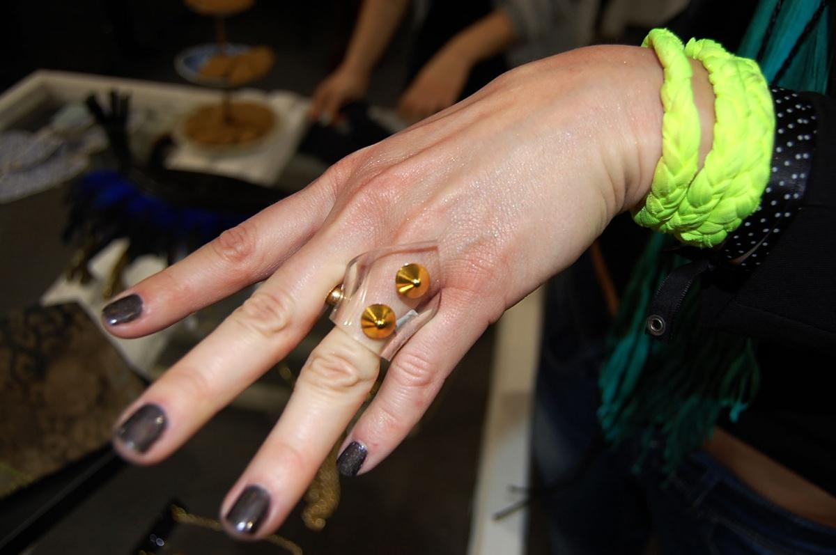 Ring von Perlensäue, Neon-Armband von PUNKberlin