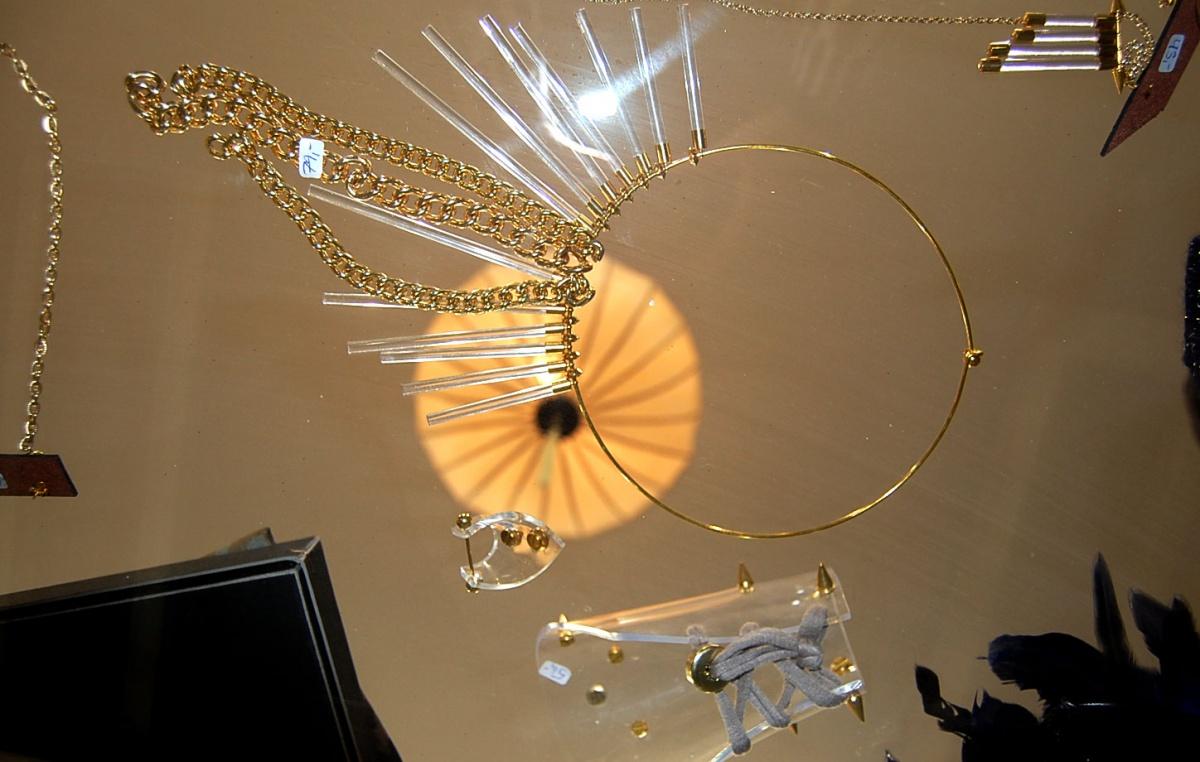 Wundertisch mit Schmuck von Perlensäue