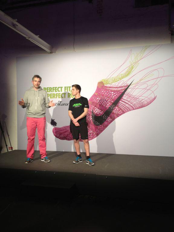 Der Nike Marketing Director und der Sales Manager Sports von Zalando stellen den Flyknit Lunar 1+ vor