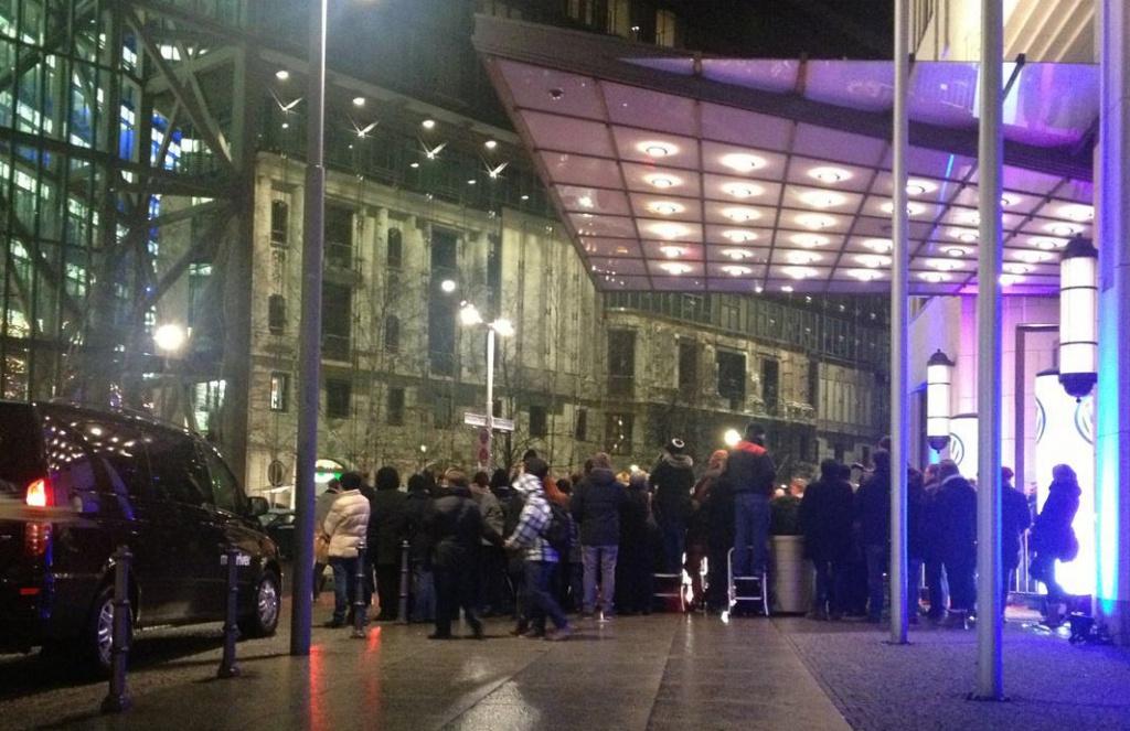 Promijäger vor dem Ritz Carlton