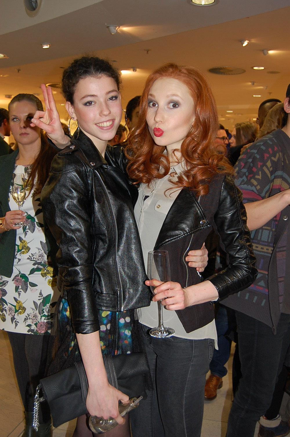 Models auf der Aftershow-Party - Biker-Jackets Trend