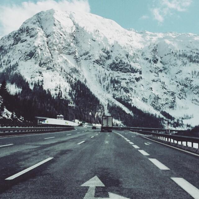 Yes, finally #Snow ❤️❤️❤️ #powder @atomic #snowboarder #snowboarding #powdergirl #ski…