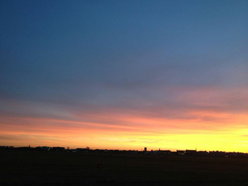 Tempelhofer_Feld_Sonnenuntergang