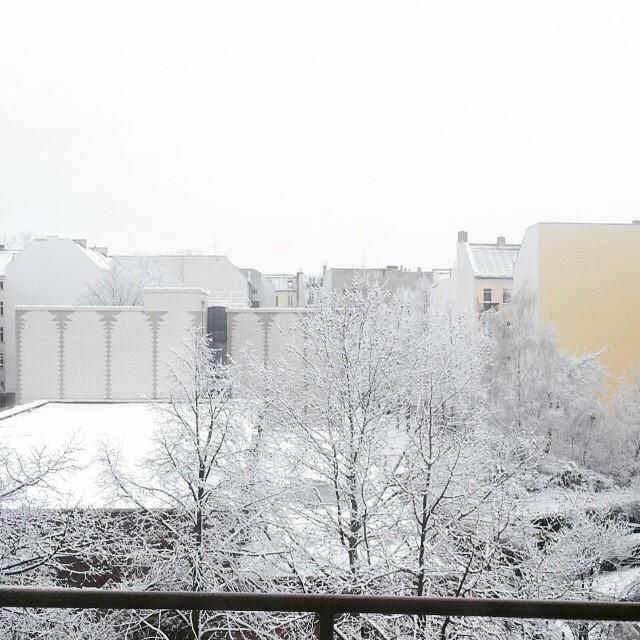 Finally Snow Snow #Snow ❤️❤️❤️ in #berlin ❄️❄️⛄️⛄️ #uggday #fashion…