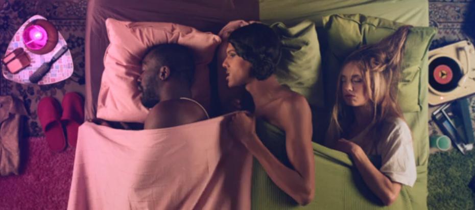 aus dem Video Tot Le meme von Stromae über Universal Music