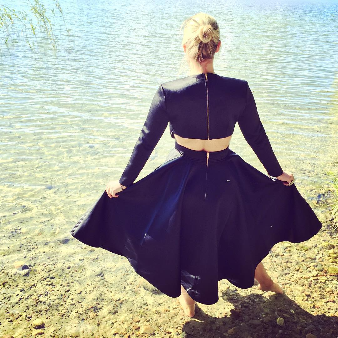 Hope your #weekend was #beautiful ☀️ had a nice one at the #lake near #berlin #ootd #dress #outfit #sun #fashionblogger #fashion #asos #black #indiansummer #lovethatdress #love #happy #lucky #photooftheday #instagood #pictureoftheday #kupfer #life @asos_de