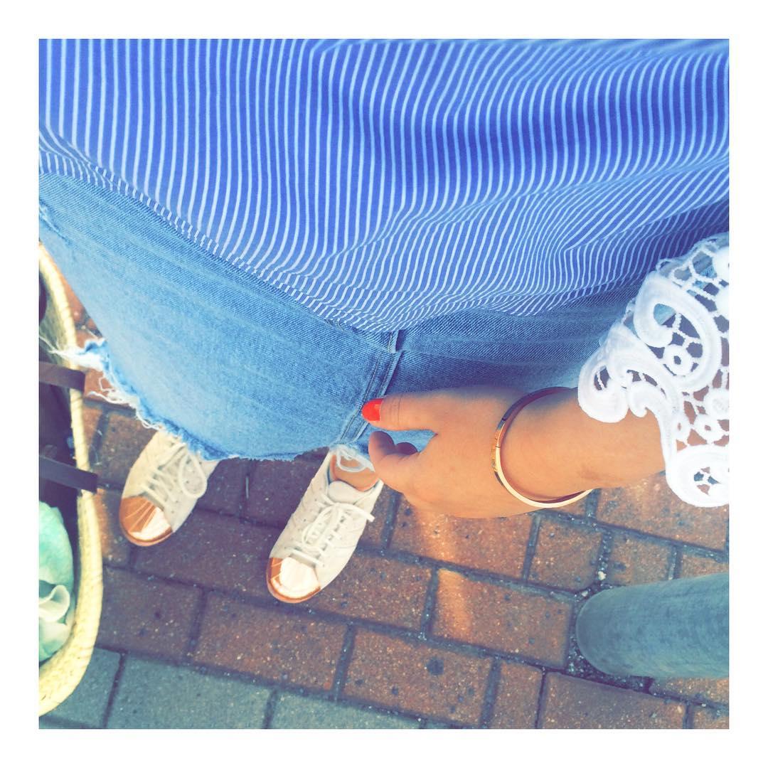 Laces & Jeans // ✌️☀️ // #ootd #atwork #fashionblogger #walkingonsunshine #stripes