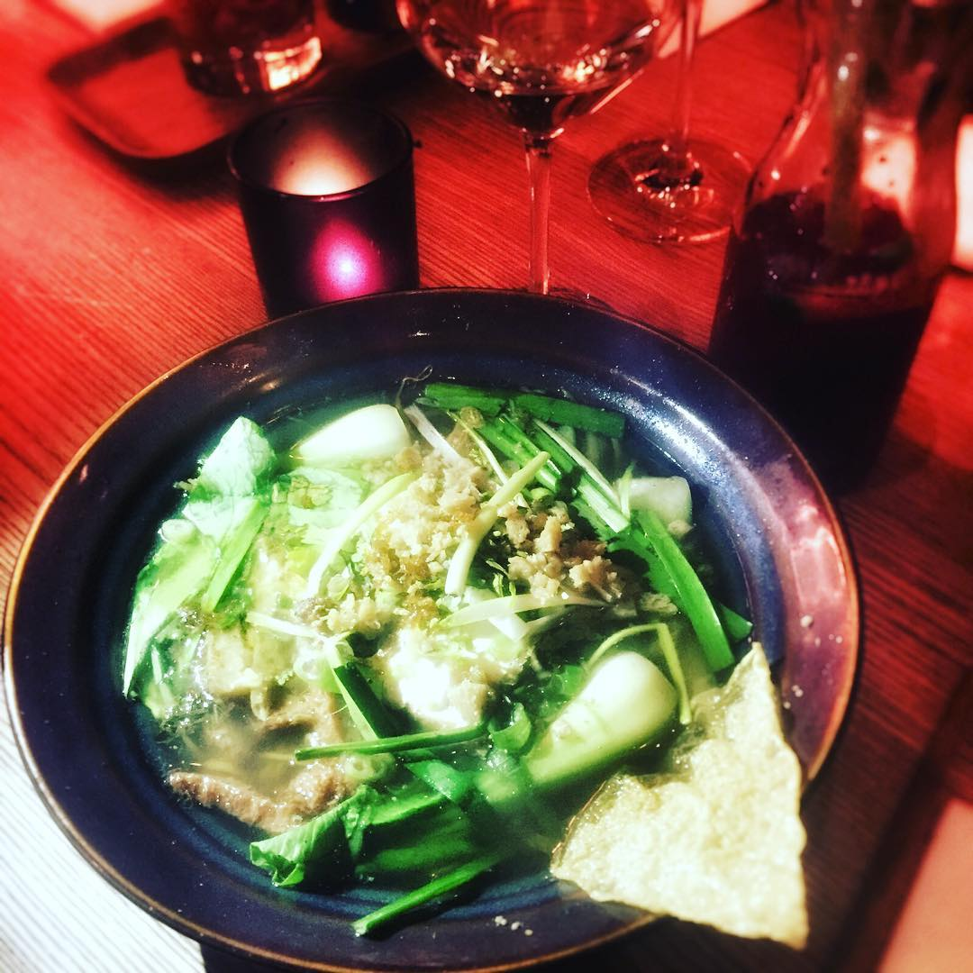 That's what I call superfood had the best noodle soup in town at @ryong_berlin with lots of fresh herbs. Best thing to stay warm in winter. #happyweekend ✌️#berlin #food #veggie #vegan #superfood #restaurant #tip #vietnamesefood #vietnam #weekend #germanblogger_de #foodblogger #yummy #healthy #herbs